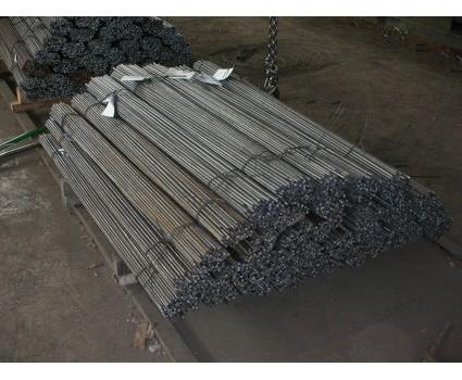 TUTORI IN FERRO Il tondino di ferro semiduro, dello stesso tipo impiegato in edilizia, può costituire un sostegno robusto ed economico