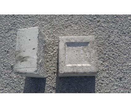 Base in cemento con bordino 18x18x8