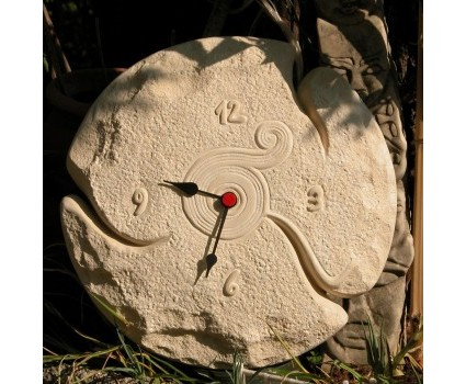 orologio in pietra paglierina della Majella